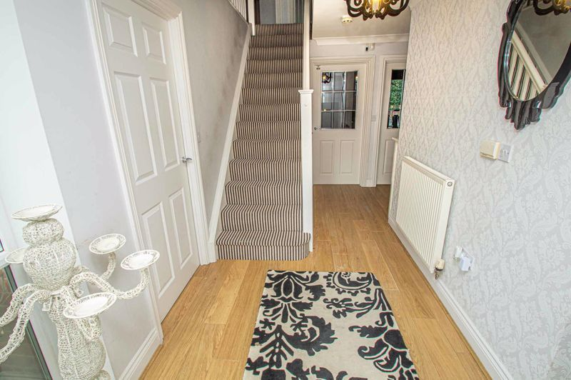4 bed house for sale in Fleetwood Close 2