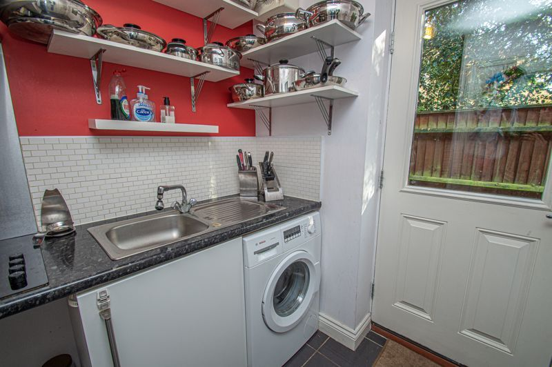 4 bed house for sale in Fleetwood Close  - Property Image 12