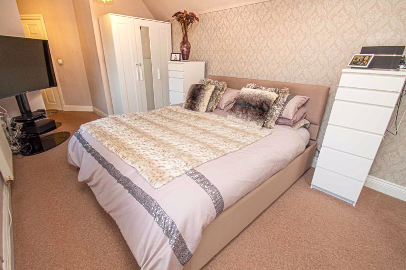4 bed house for sale in Fleetwood Close 16