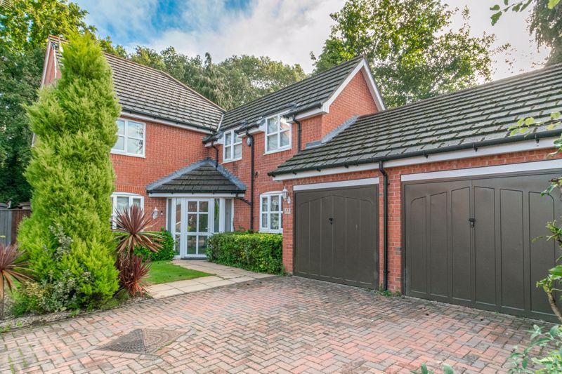 4 bed house for sale in Fleetwood Close  - Property Image 3