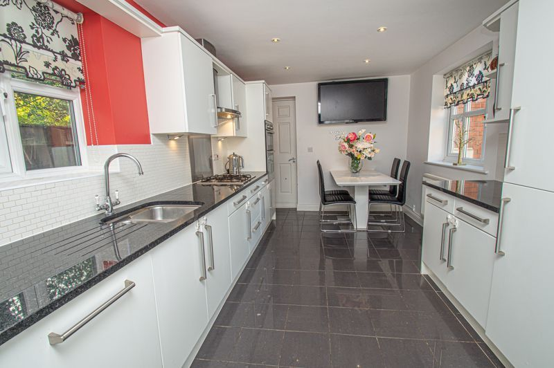 4 bed house for sale in Fleetwood Close 4