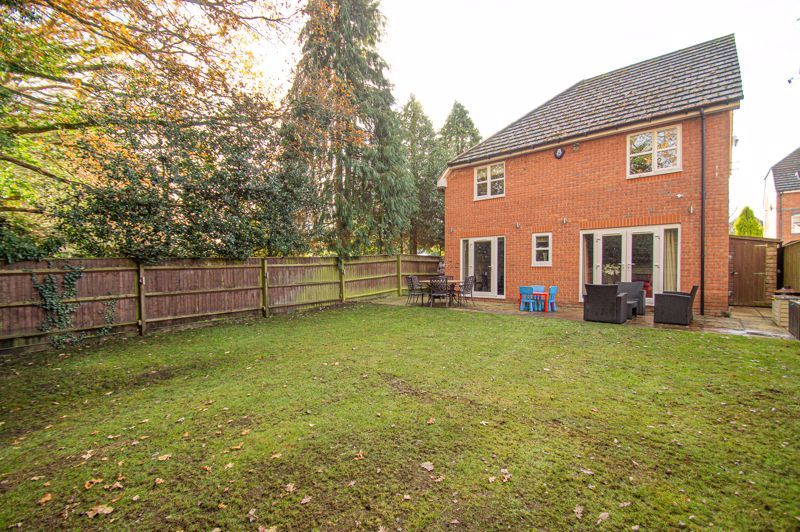 4 bed house for sale in Fleetwood Close  - Property Image 5