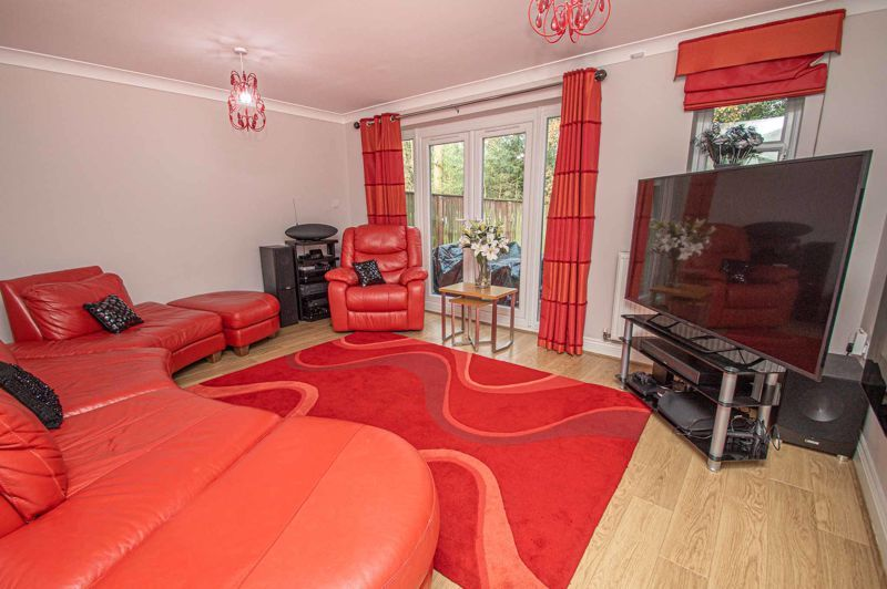 4 bed house for sale in Fleetwood Close 7