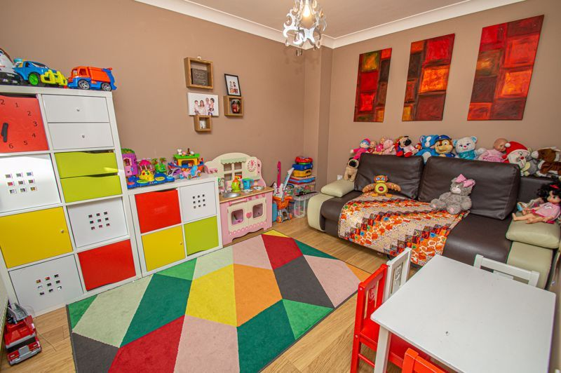 4 bed house for sale in Fleetwood Close 10