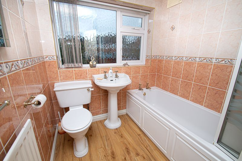 3 bed house for sale in Lansdowne Road 16
