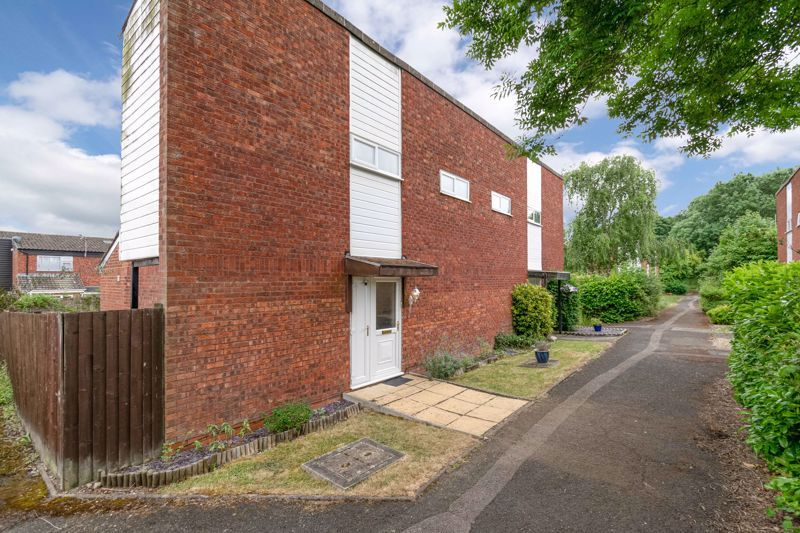3 bed house for sale in Sutton Close 2