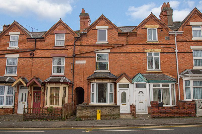 3 bed house for sale in Easemore Road 1