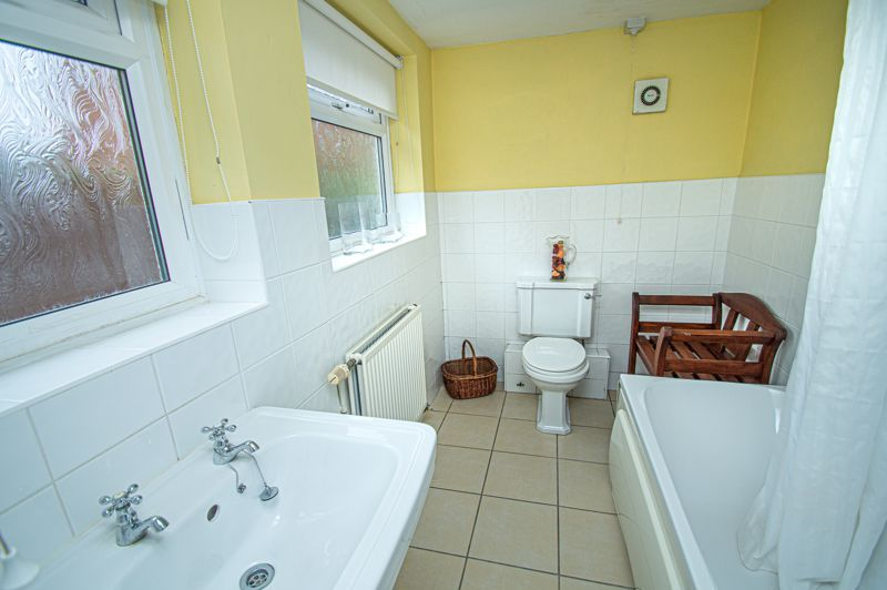 3 bed house for sale in Easemore Road  - Property Image 4