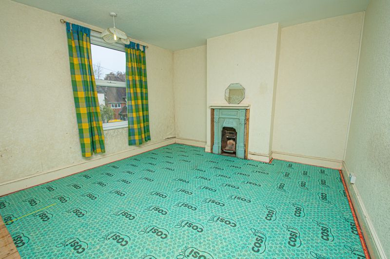 3 bed house for sale in Easemore Road  - Property Image 5