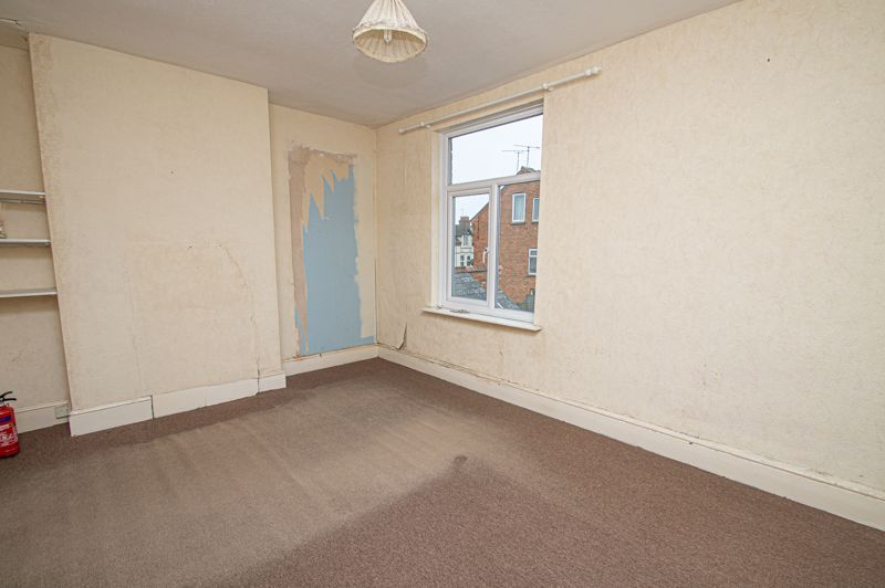 3 bed house for sale in Easemore Road 6