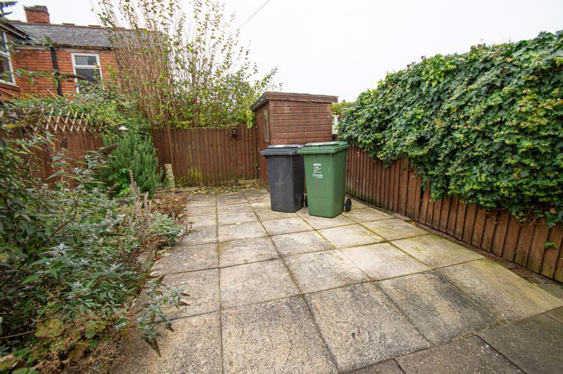 3 bed house for sale in Easemore Road 9