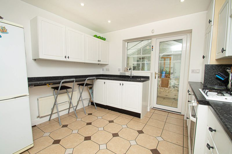 4 bed house for sale in Harlech Close 6