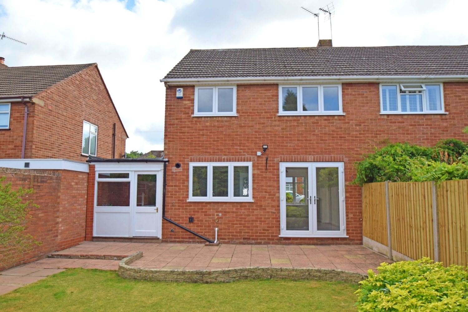 3 bed semi-detached for sale in Beachcroft Road, Wall Heath  - Property Image 12
