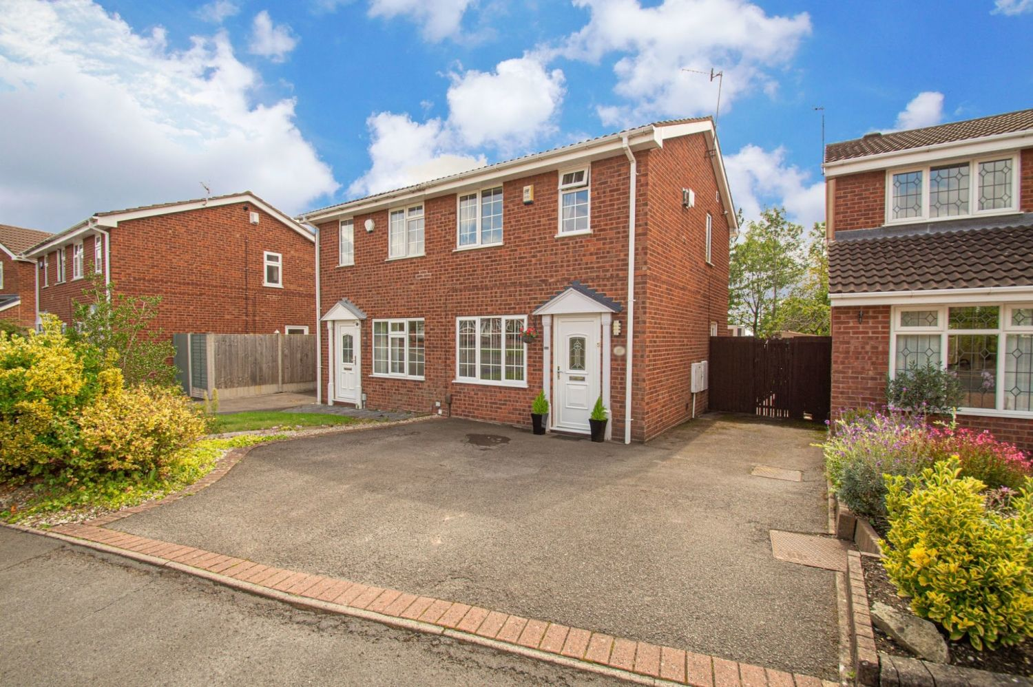 2 bed semi-detached for sale in Brayford Avenue, Brierley Hill - Property Image 1