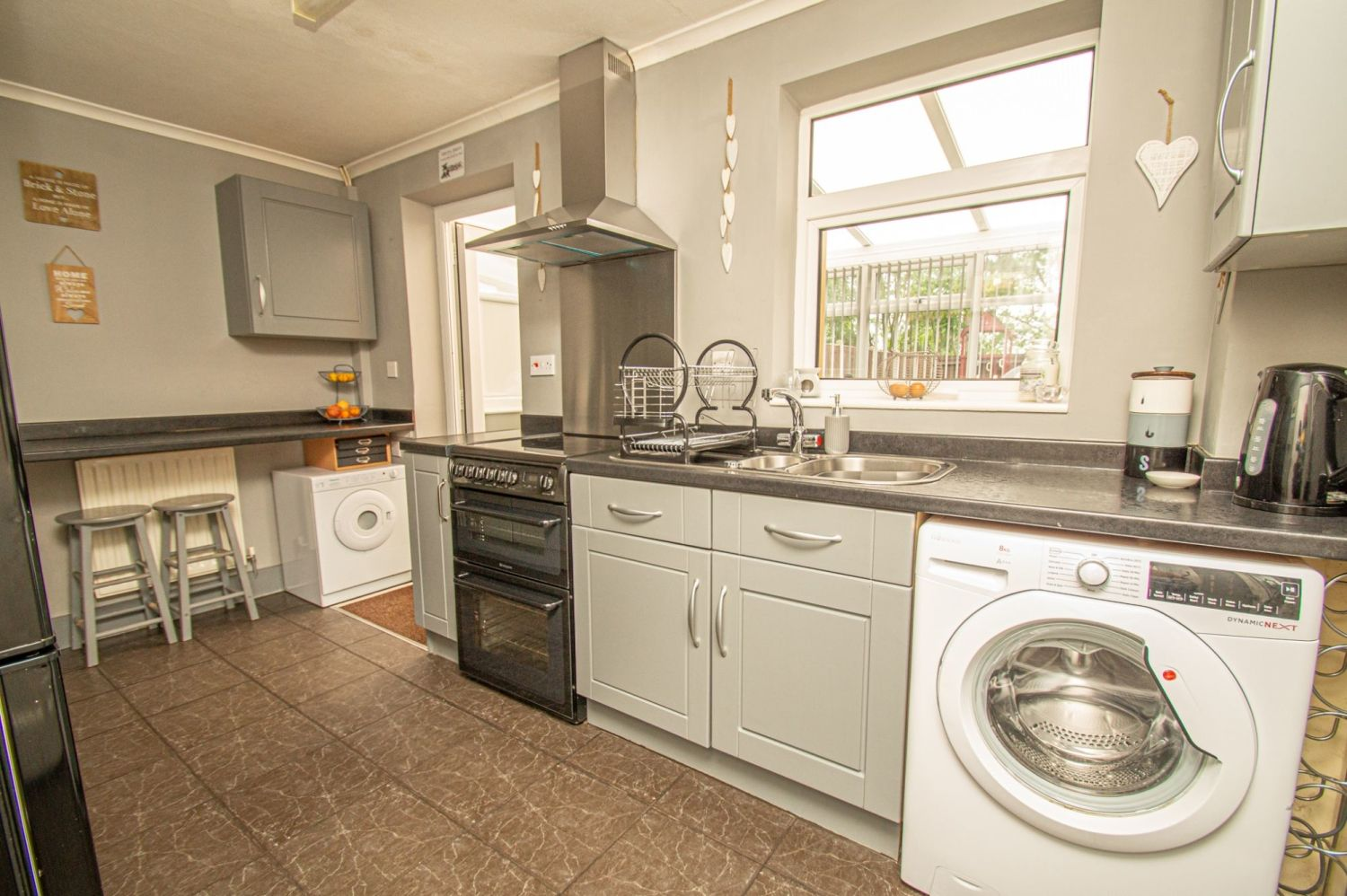 2 bed semi-detached for sale in Brayford Avenue, Brierley Hill  - Property Image 3
