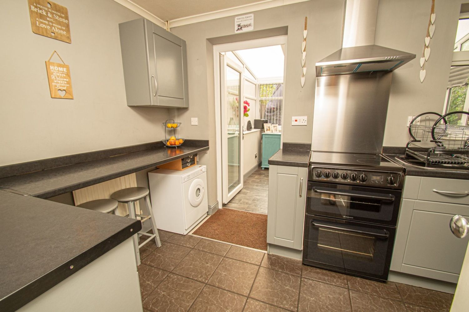 2 bed semi-detached for sale in Brayford Avenue, Brierley Hill  - Property Image 4