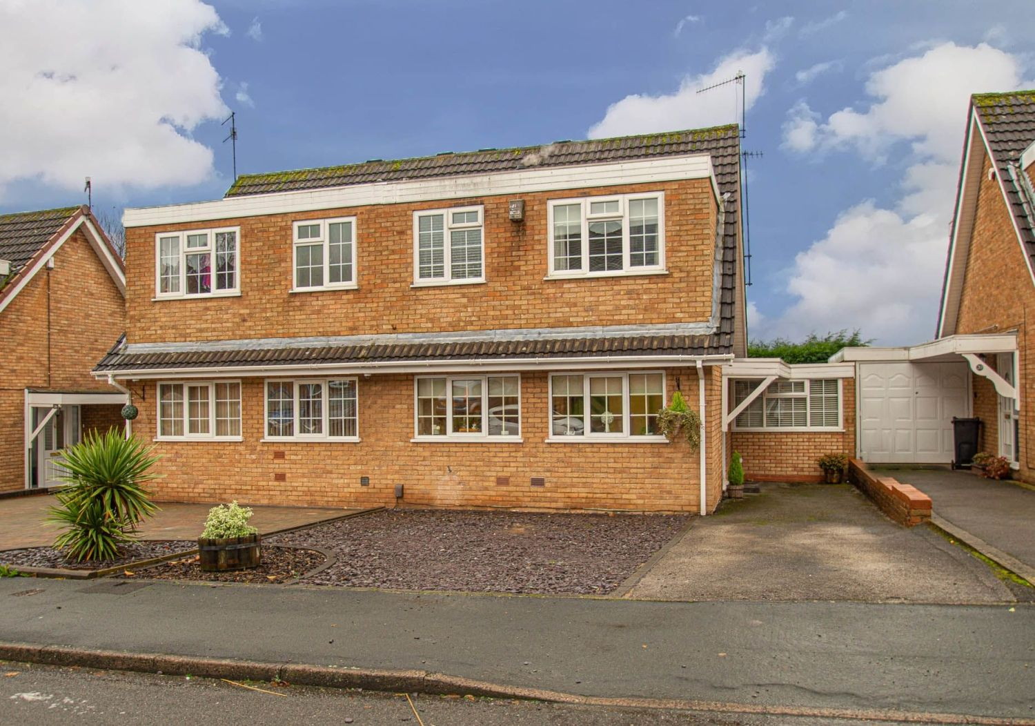2 bed semi-detached for sale in Woburn Drive, Halesowen - Property Image 1