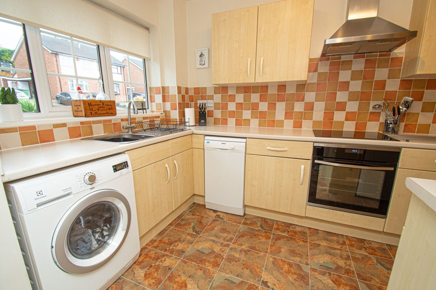 2 bed semi-detached for sale in Woburn Drive, Halesowen  - Property Image 8