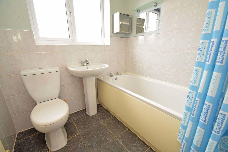 3 bed detached for sale in Avon Close, Stoke Heath, Bromsgrove, B60 11