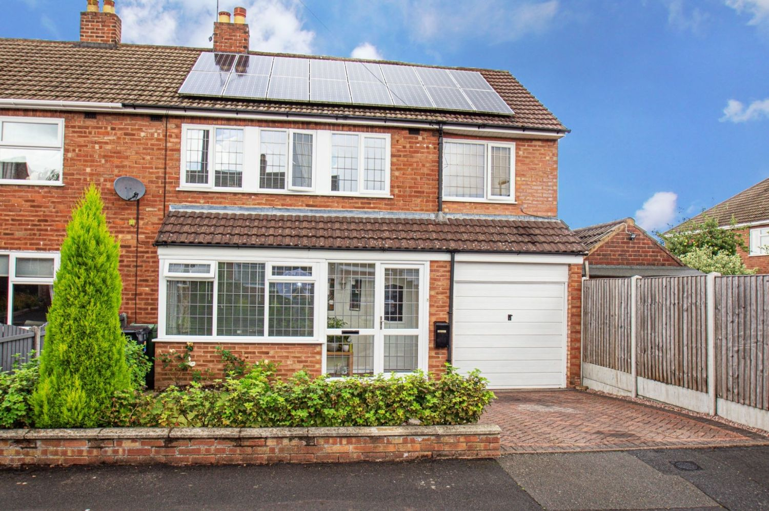 4 bed semi-detached for sale in Wheatcroft Close, Halesowen - Property Image 1