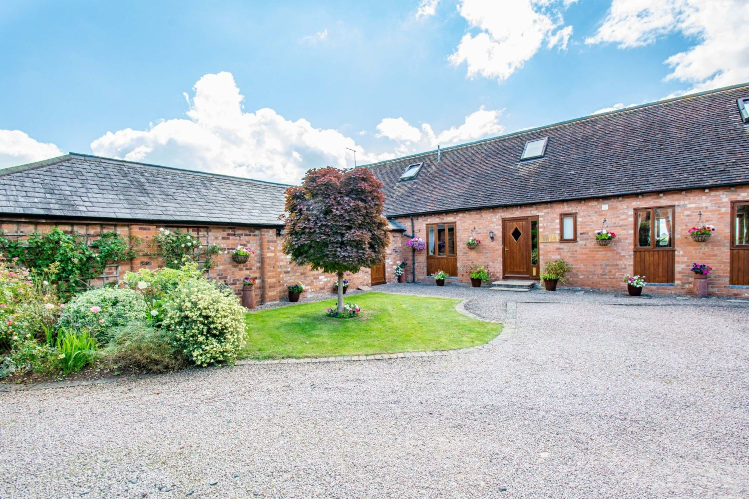 4 bed barn-conversion for sale in Poolhouse Barn, Sugarbrook Lane, Stoke Pound  - Property Image 2