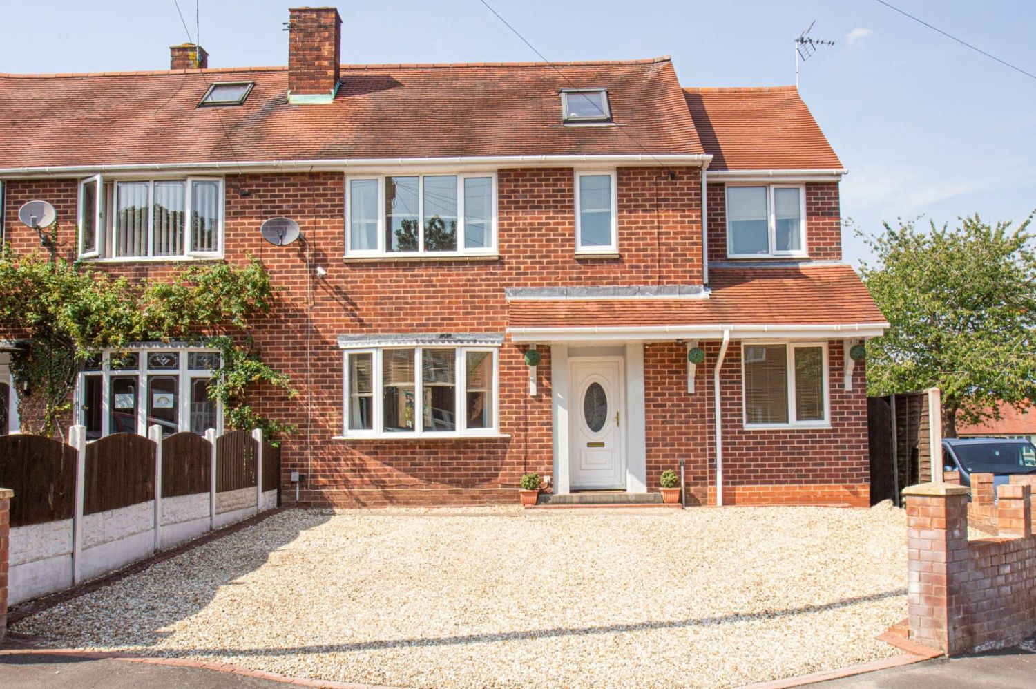 4 bed semi-detached for sale in Oak Street, Kingswinford - Property Image 1
