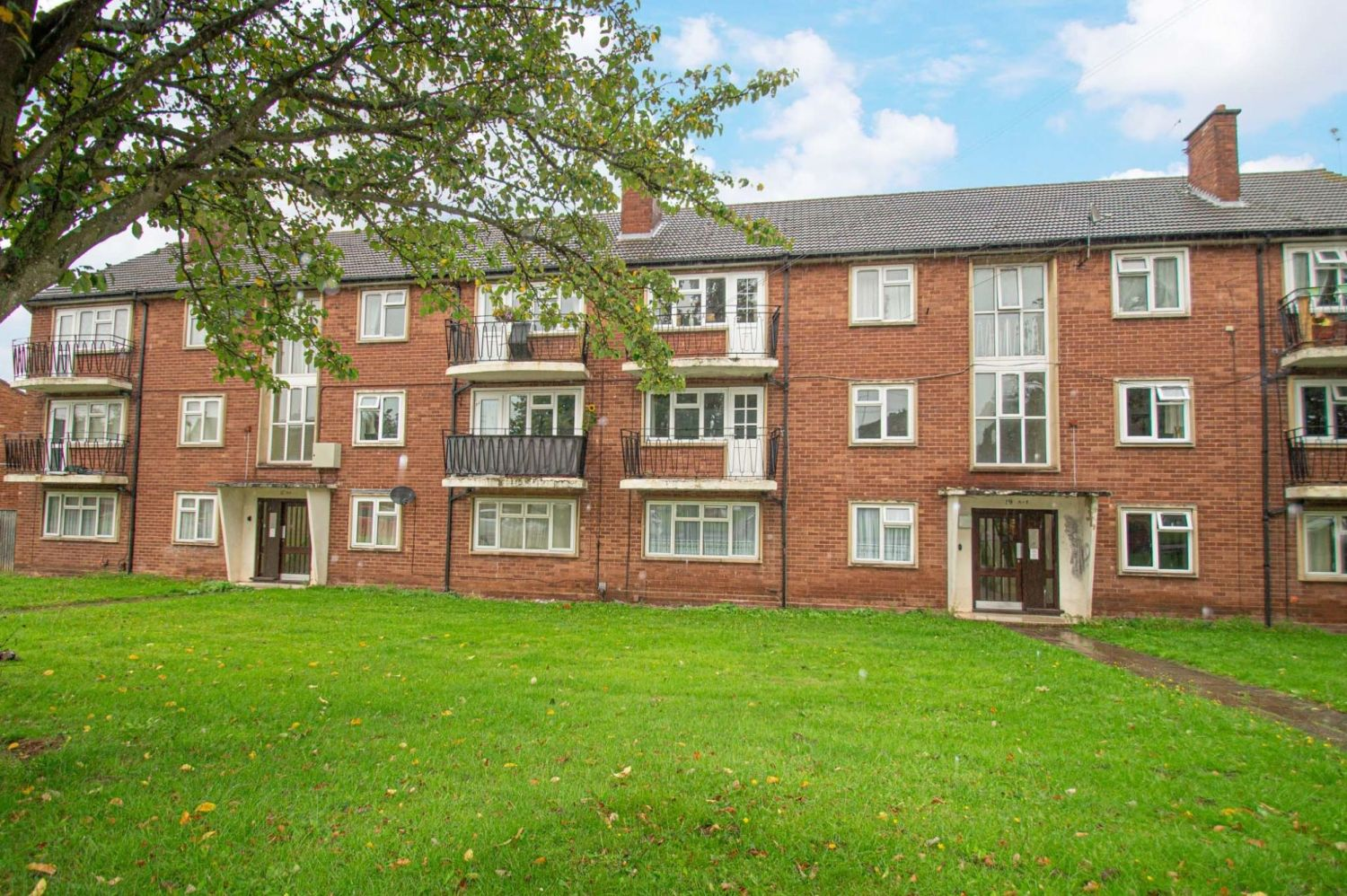 2 bed flat for sale in Malvern Avenue, Stourbridge - Property Image 1