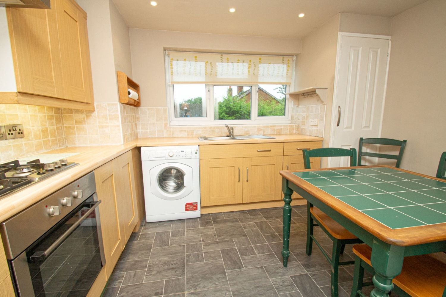 2 bed flat for sale in Malvern Avenue, Stourbridge  - Property Image 4