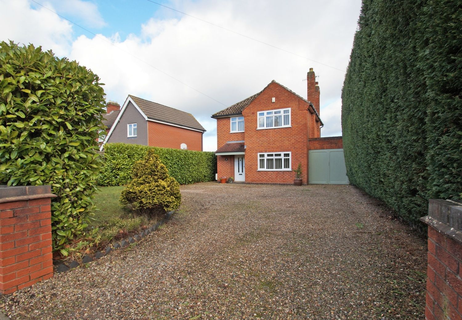 3 bed detached for sale in Fox Lane, Bromsgrove - Property Image 1