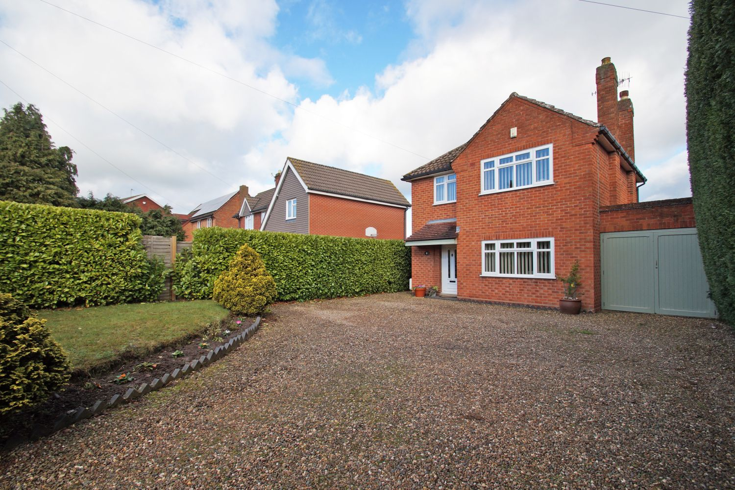 3 bed detached for sale in Fox Lane, Bromsgrove 2