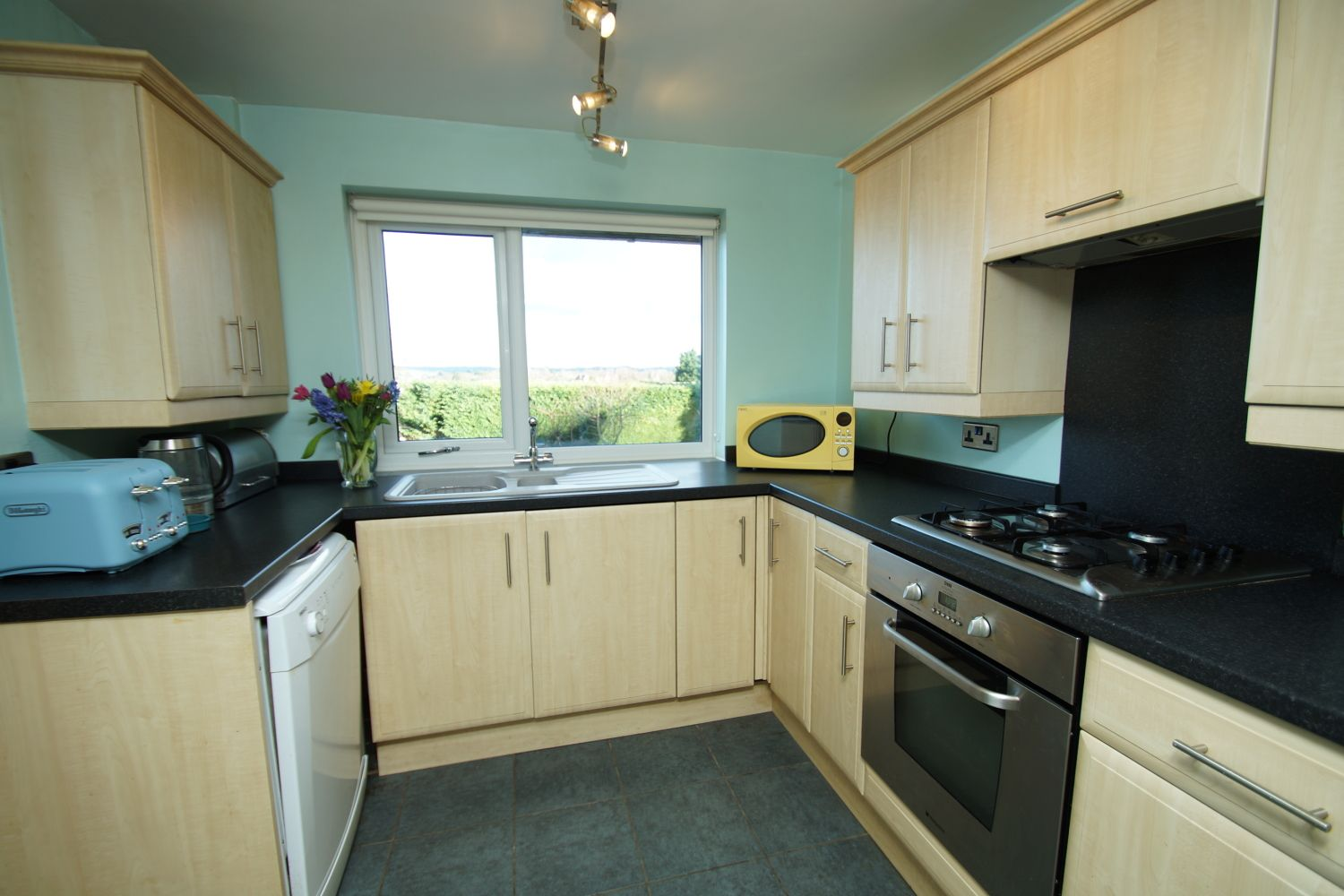 3 bed detached for sale in Fox Lane, Bromsgrove 6