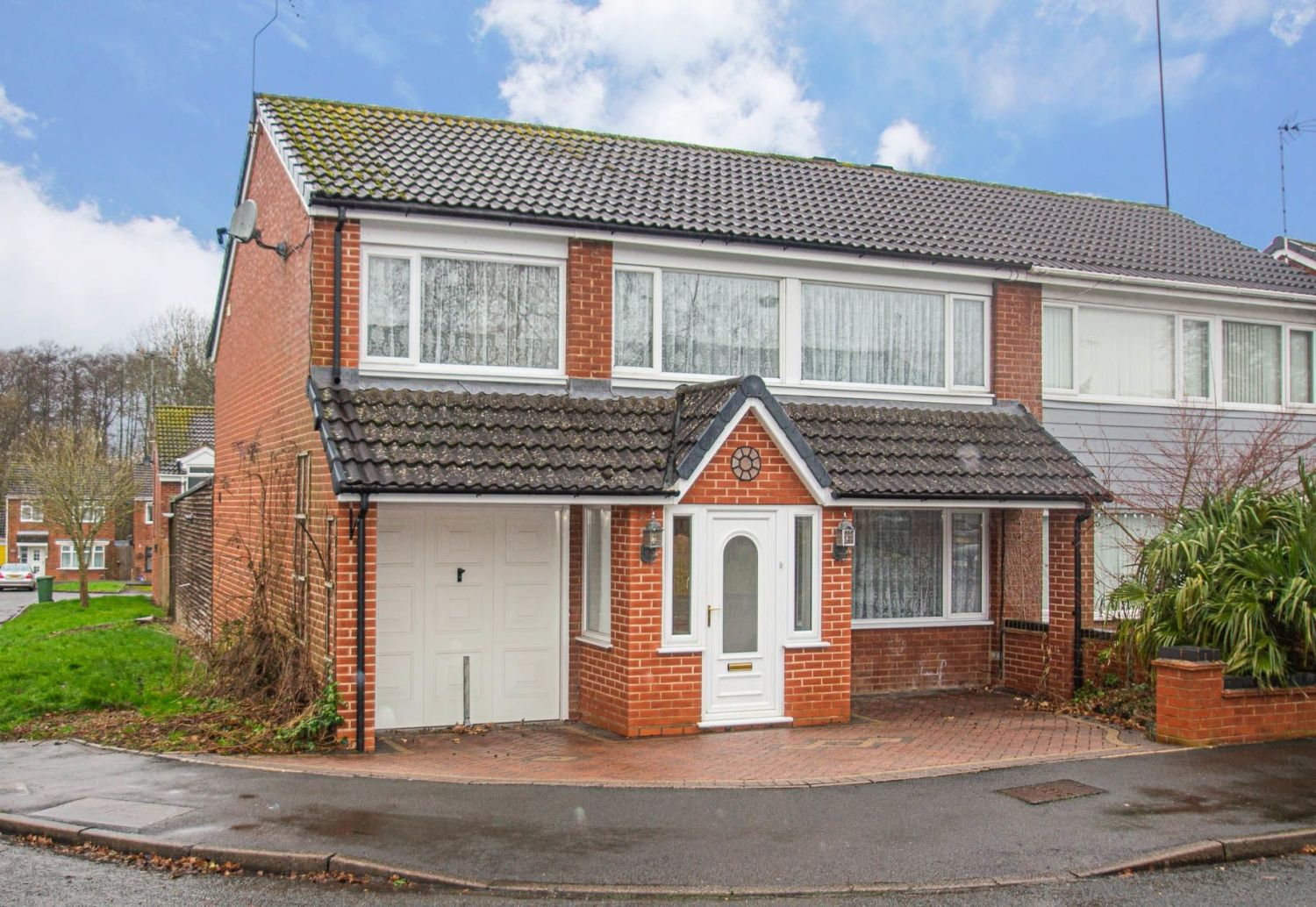 3 bed semi-detached for sale in Cheswick Close, Winyates Green  - Property Image 1
