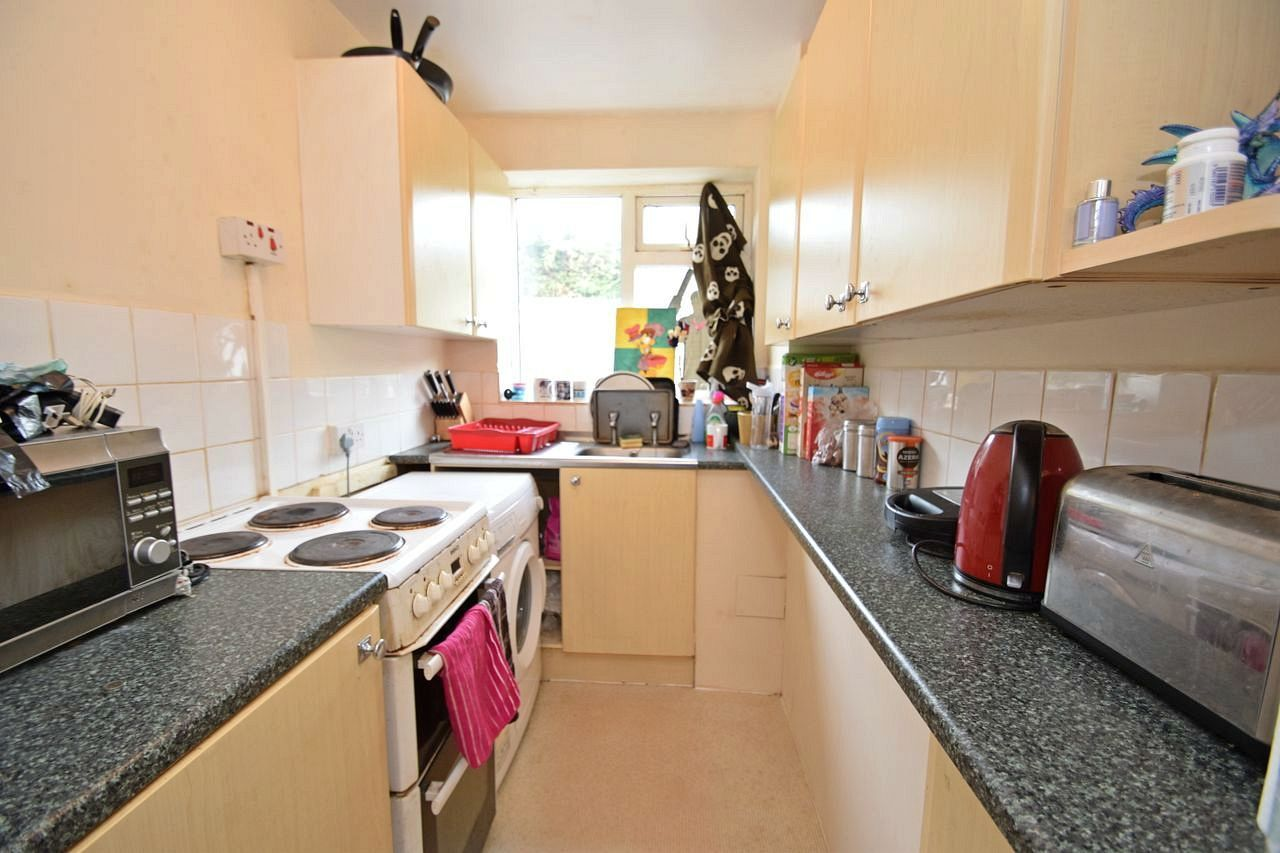 2 bed flat for sale in Farleigh Road, Pershore 3