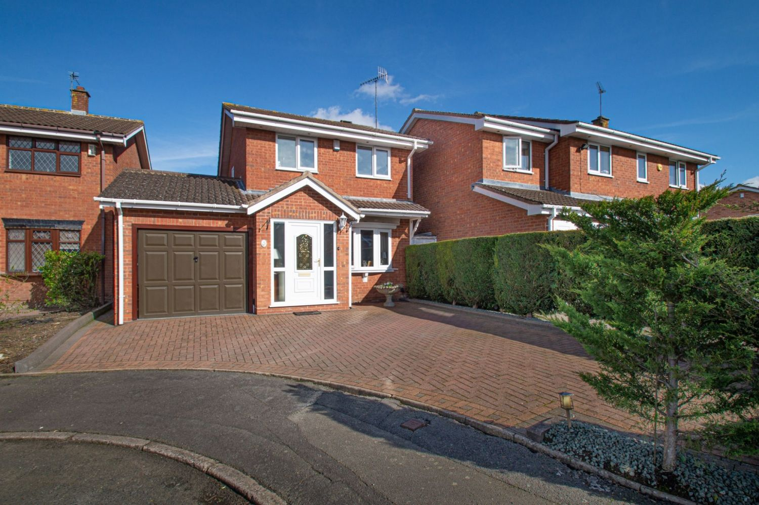 3 bed detached for sale in Broomehill Close, Brierley Hill  - Property Image 1