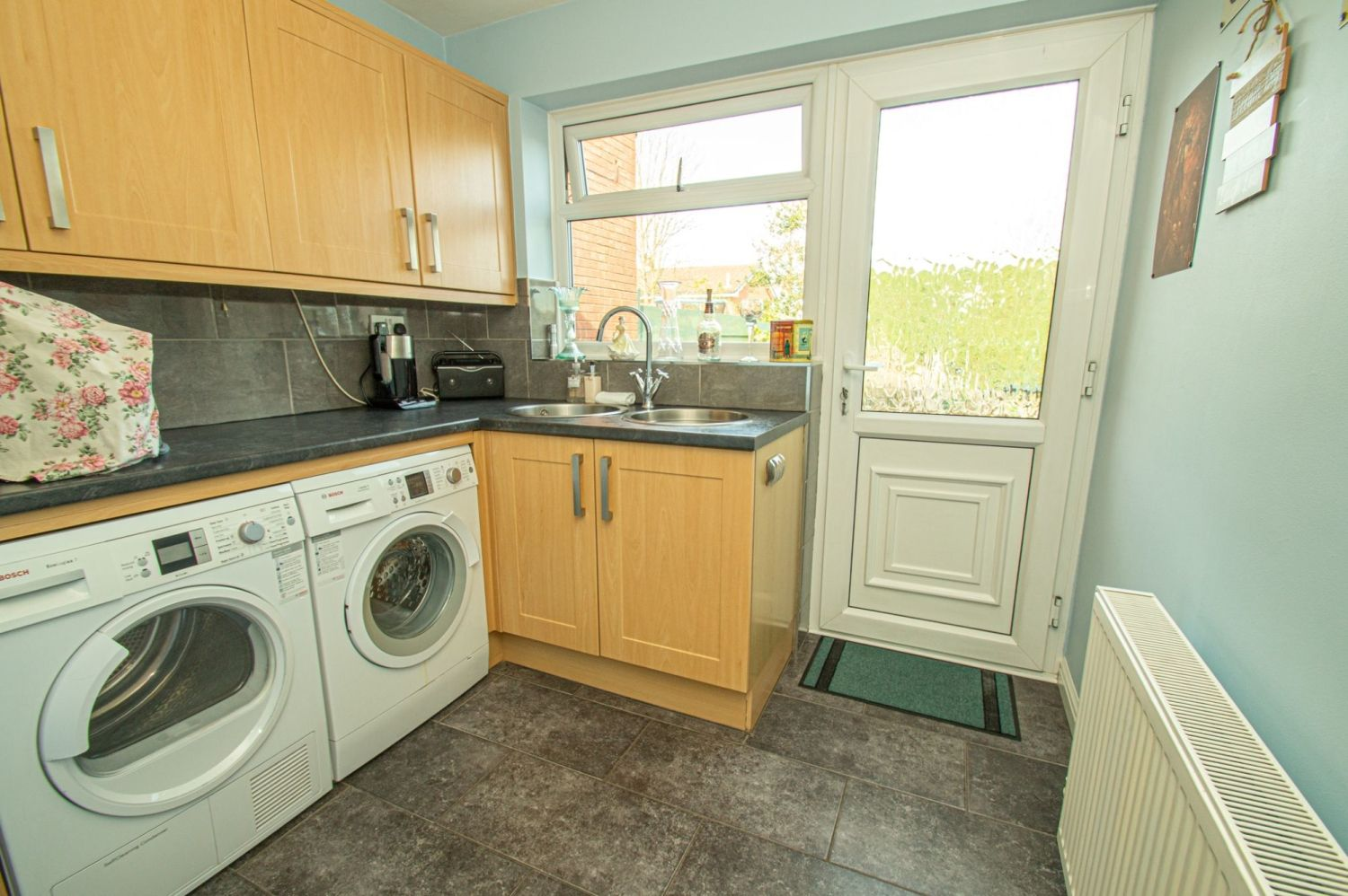 3 bed detached for sale in Broomehill Close, Brierley Hill 7
