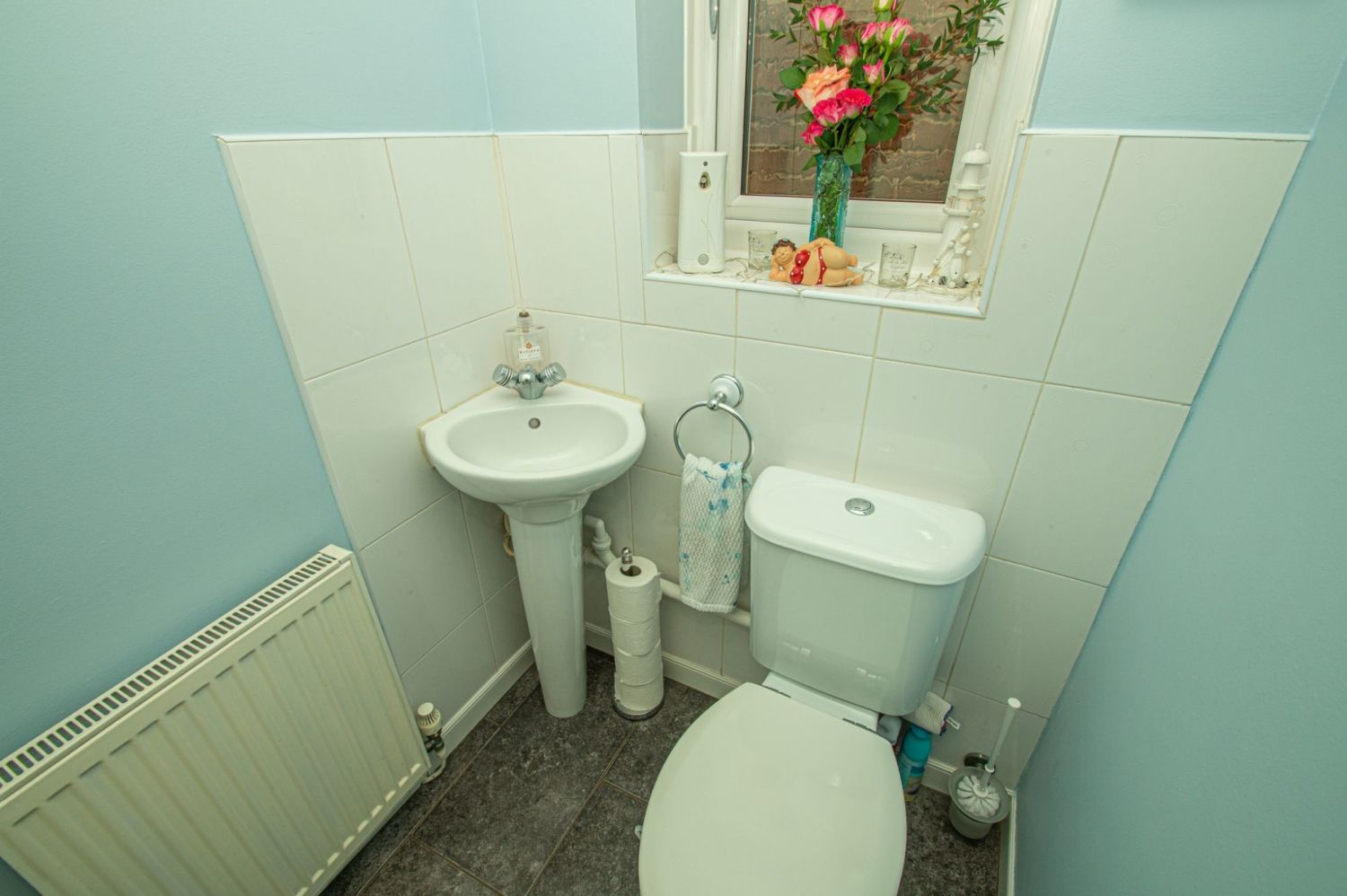3 bed detached for sale in Broomehill Close, Brierley Hill 9