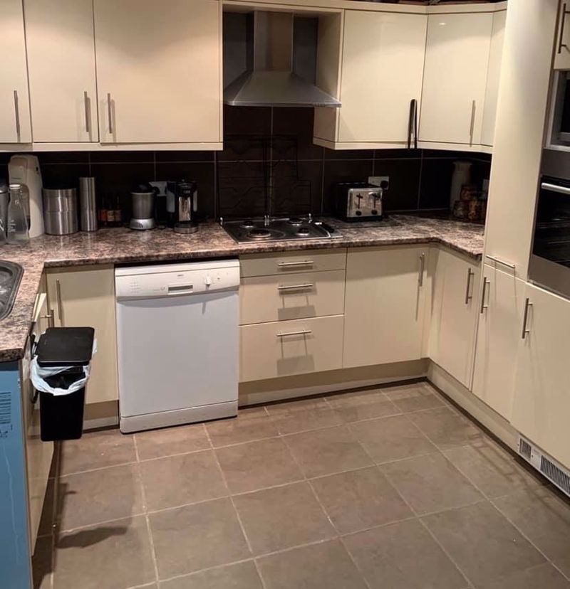 3 bed house for sale in Mazzard Close 2