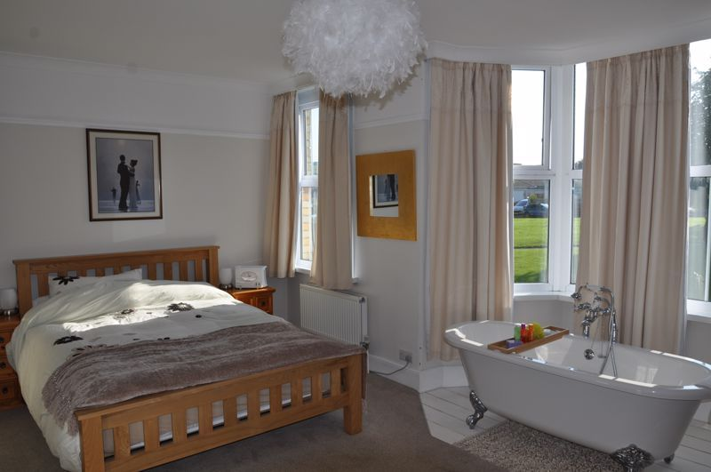 5 bed house for sale in Hills View  - Property Image 1