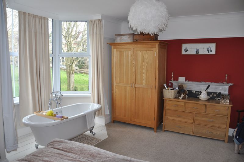 5 bed house for sale in Hills View  - Property Image 11