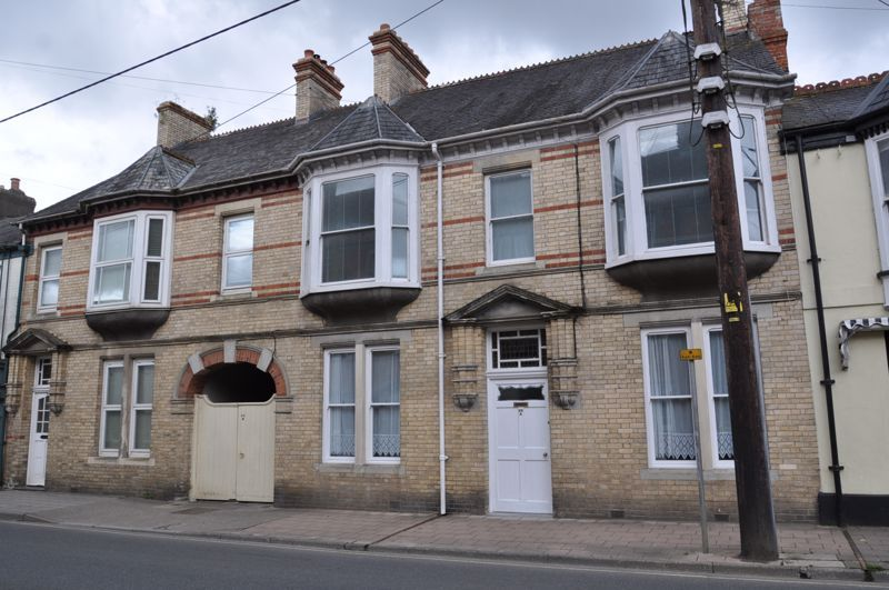 3 bed flat to rent in South Street 1