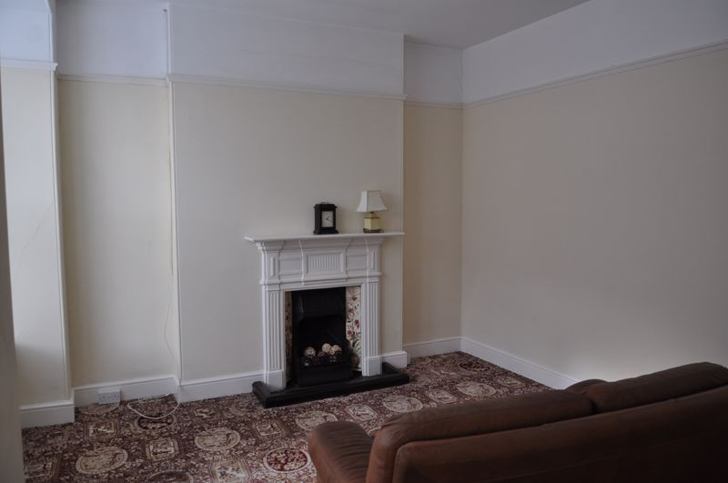 3 bed flat to rent in South Street 2
