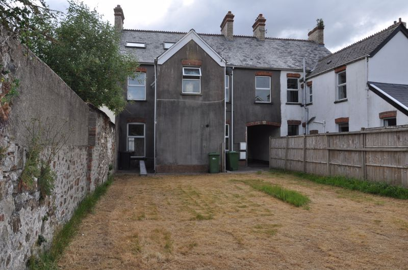 3 bed flat to rent in South Street 11