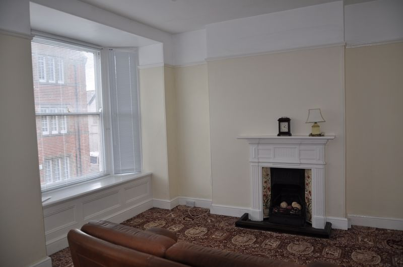 3 bed flat to rent in South Street 3