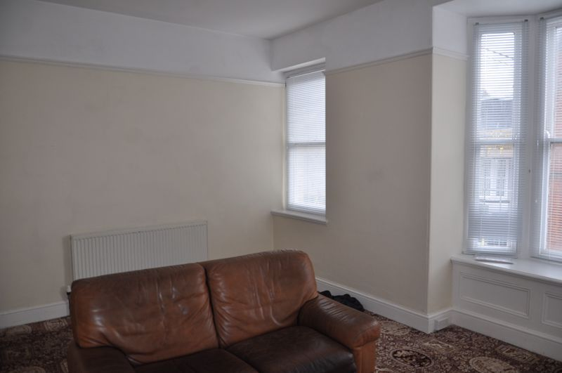 3 bed flat to rent in South Street 4