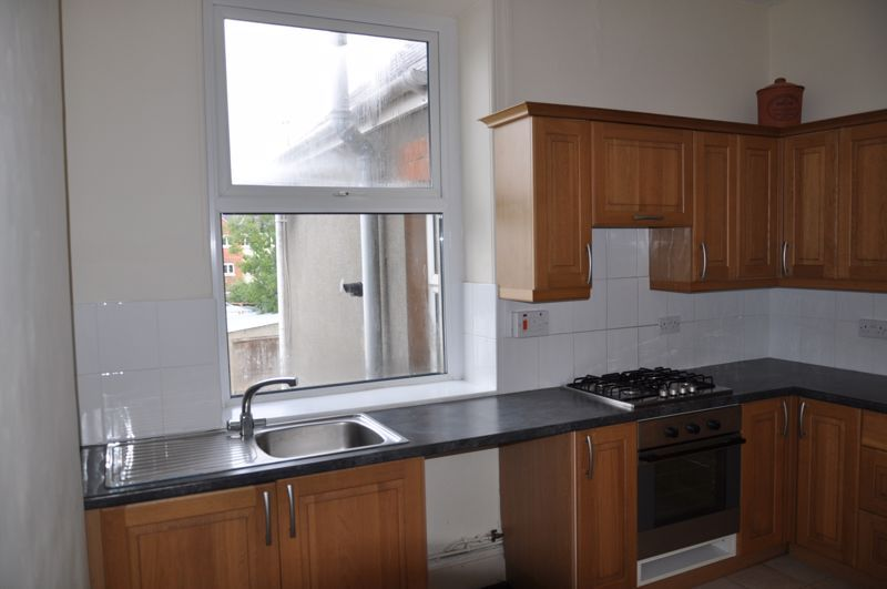 3 bed flat to rent in South Street 5