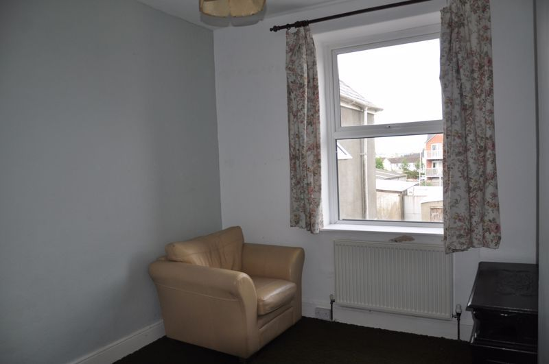 3 bed flat to rent in South Street 6