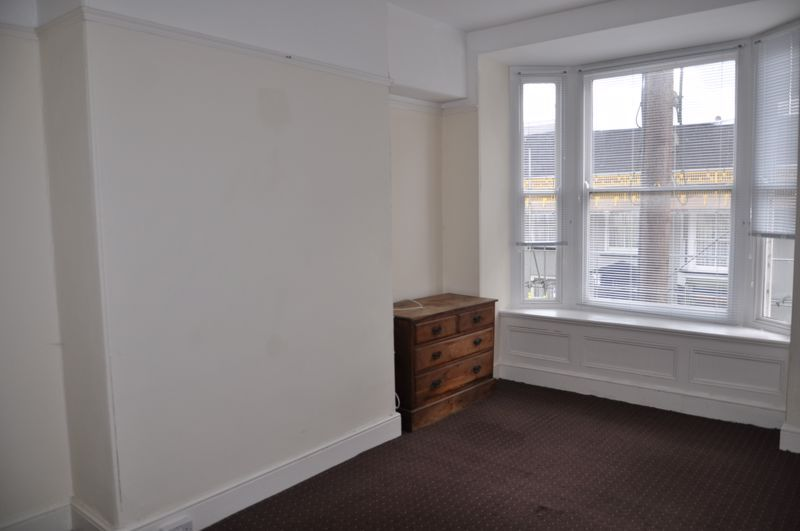 3 bed flat to rent in South Street 7
