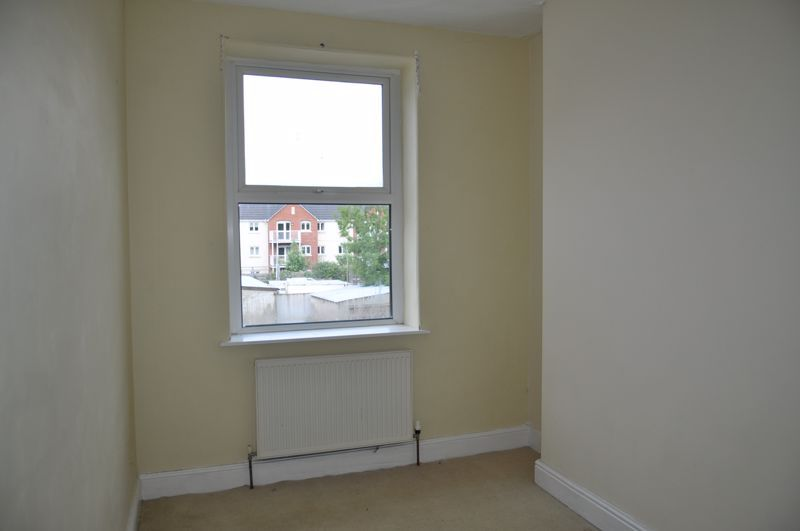 3 bed flat to rent in South Street 8