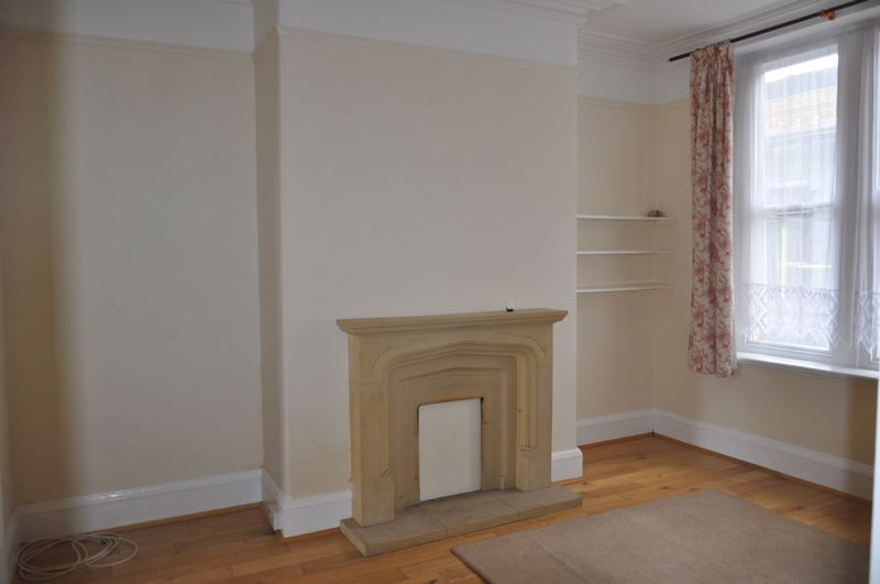 2 bed flat to rent in South Street 2