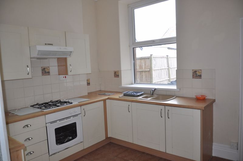 2 bed flat to rent in South Street 3